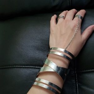 Silver bracelet chain ring.